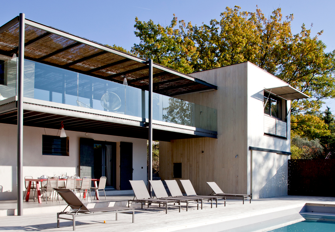 Accoya-wood-cladding-and-decking---Vaucluse-villa,-France---Elodie-Rothan--in-content