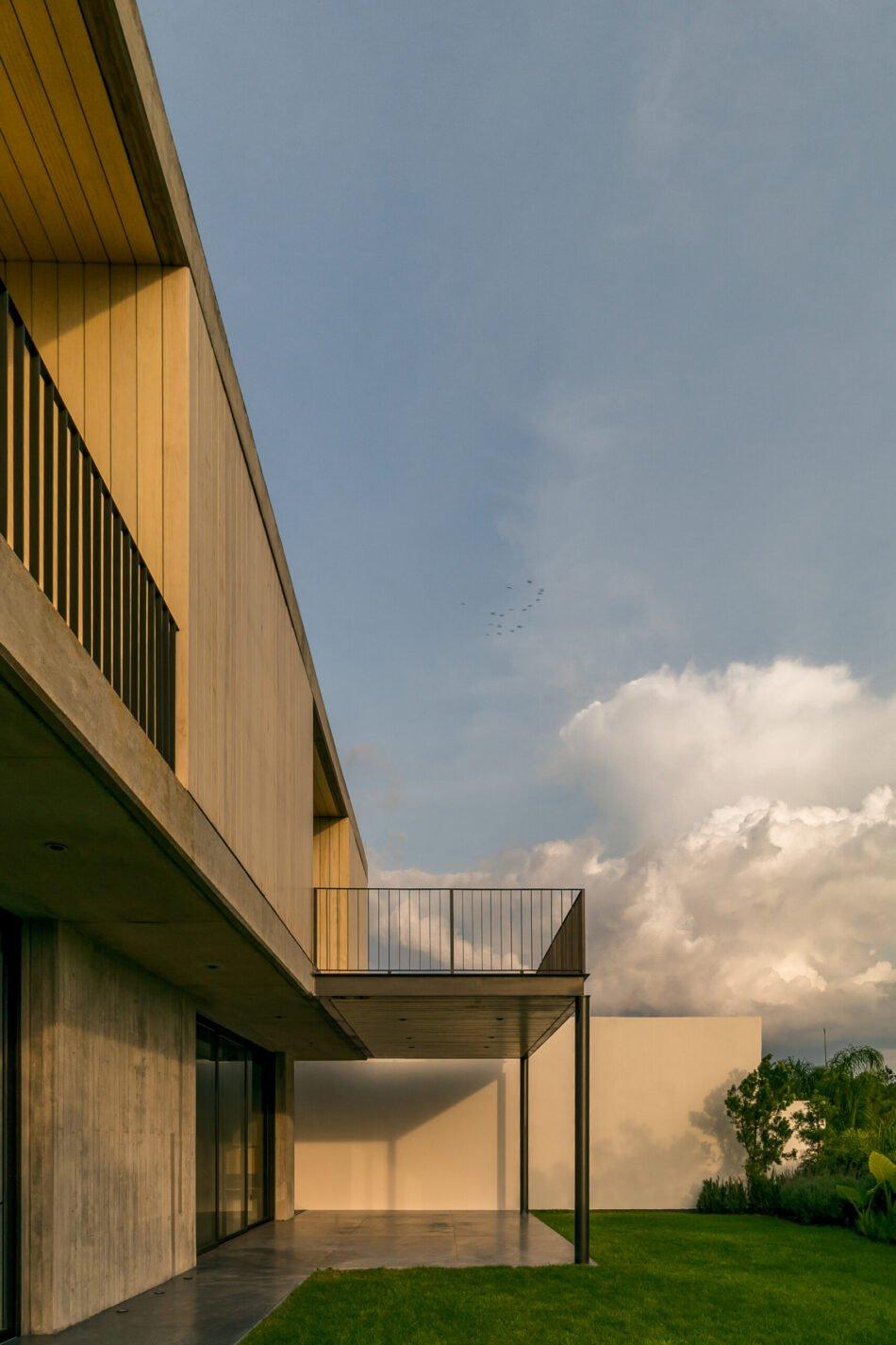 Energy-efficient home chooses an Accoya façade for added sun protection