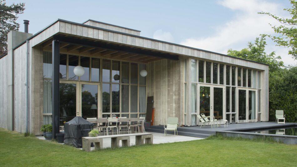 Accoya façade and window frames for unique villa renovation in Arnhem